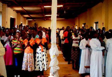 I fedeli di Butamwa durante la Celebrazione eucaristica